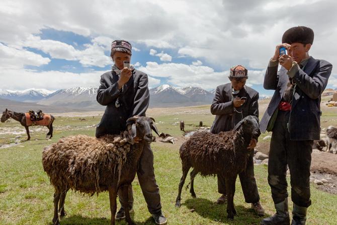 Nómadas kirguises con celulares