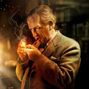 El maestro John Ronald Reuel Tolkien, autor del Legendarium de la Tierra Media