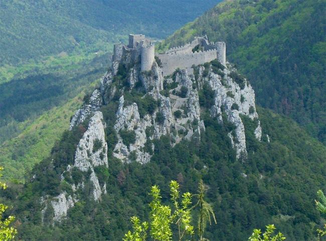 Impresionante imagen del Castillo de Puilaurens sobre el monte Ardu
